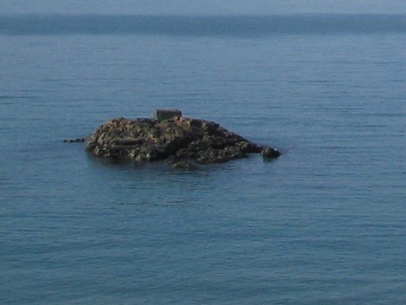 響灘に浮かぶ孤岩